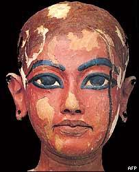 Этот портрет очень напоминает классическое изображение юного фараона. Прижизненный портрет Фараона?