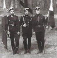 Вадим фон Каульбарс в центре и его отец - Юрий Вадимович (справа).