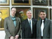 В центре В. Акунов, справа Сергей Проничев