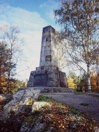 Памятник на месте боя при Оровайсе 2 сентября (14.9.1809) 1809 г. Памятник воздвигнут в 1890 г. Фото MV/RHO Marja Terttu Knapas 2007. Источник: _http://www.rky.fi_