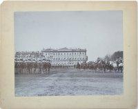 Лейб Гвардии Кирасирский Его Величества полк проходит со знаменами перед Императором Николаем II (справа) и высшими офицерскими чинами во время смотра войск на Марсовом поле 25 апреля 1898 г.