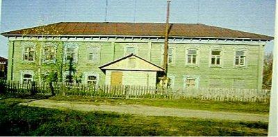 В 1881 году А. В. Качков построил двухэтажную 4-х классную церковно-приходскую школу. Сейчас здесь Ерахтурское ОВД.