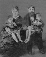 В. А. Качков с женой и дочерьми Верой и Настей.