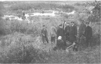 Чечера. В.Я.Исаев в центре с сотрудниками УГРо перед ликвидацией банд.Рядом, справа, в белом шарфе Ф.П.Скорондаев. Киселя.