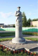 Памятник В.Я. Исаеву