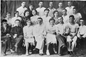 Группа выпускников физико-математического факультета института. Мысев В.В., последний ряд, 2-й справа.