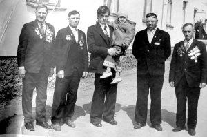 Ветераны-рязанцы 324-й Верхнеднепровской Краснознаменной стрелковой дивизии в Шилове. 9 мая 1980 года. Площадь Вокзальная.