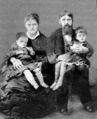 В.А.Качков с женой и дочерьми Верой и Настей.