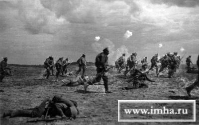 Наступление 1-го батальона 14-го гренадерского Грузинского полка во время шрапнельного огня. 13 сентября 1915 г. Фотограф А. В. Мартынов. РГВИА. № 2144-1-850-25.