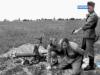 Восточный фронт. Фотокомпозиция бесспорно постановочная и тема её: «как доблестные войны их него фюрера победоносно воюют с большевицкими ордами».