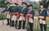 Члены современного немецкого военно-исторического объединения, реконструирующие прусских королевских егерей периода Силезских войн.
