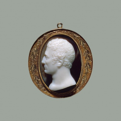 Портрет герцога Веллингтона. Италия, 1820-1825 гг. сардоникс, золото. Резчик: Каландрелли, Джованни (приписывается). 1784-1852