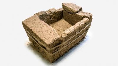 Погребальная урна-саркофаг из туфа, найденная на римском кладбище рядом с Беммелем. Фото: Rijkswaterstaat