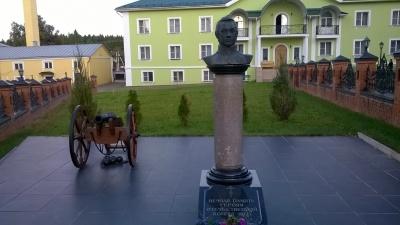 Восстановленная колонна-памятник Генералу Дохтурову. Вознесенская Давидова пустынь.