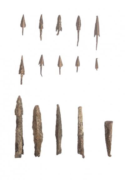 Находки железных наконечников стрел и дротиков.
