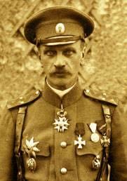 Начальник 1-й Особой пехотной бригады (с июня 1917 г. – 1-й Особой пехотной дивизии) генерал-лейтенант Н. А. Лохвицкий. В ходе боев за дер. Курси был дважды контужен. Награжден орденом Святого Георгия 3-й степени.
