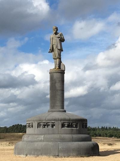 Памятник генералу Девелту