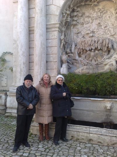 В середине автор, Галина Александровна Неволина. Слева от автора - Джорджио Теллани, справа Анна Андреевна