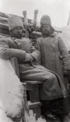 Командующий 12-й кавалерийской дивизией генерал-лейтенант А.М.Каледин на наблюдательном пункте в Карпатах.
