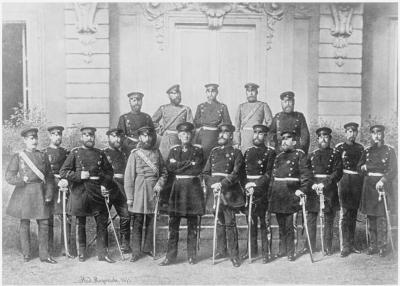Генерал Гельмут Граф фон Мольтке, в центре, со своим штабом.